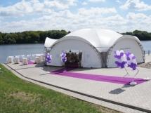 Свадьба в шатре у воды в подмосковье